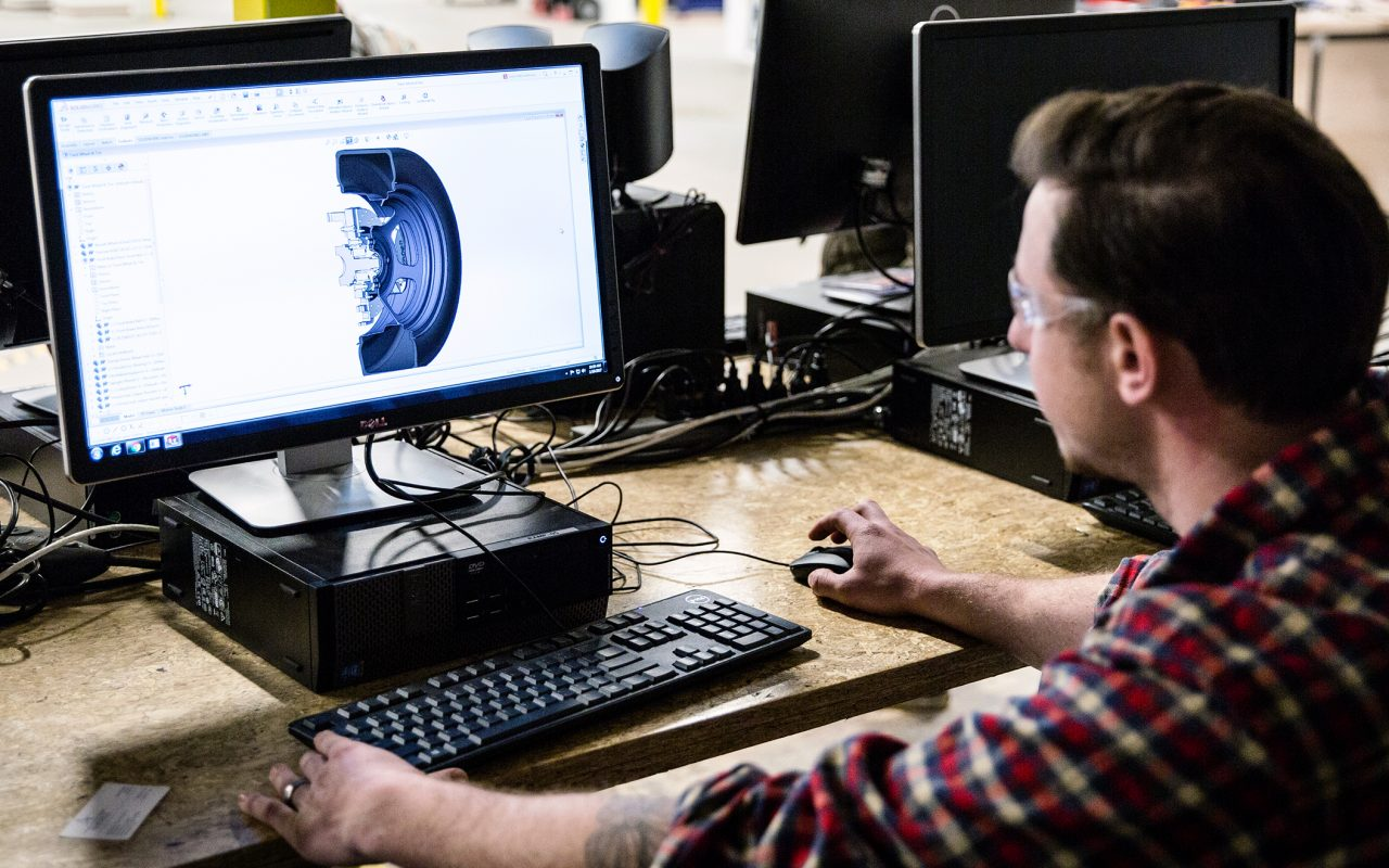 UNC ASHEVILLE'S NEW MAKER SPACE COMBINES EFFORTS OF ENGINEERING, ARTS STUDENTS